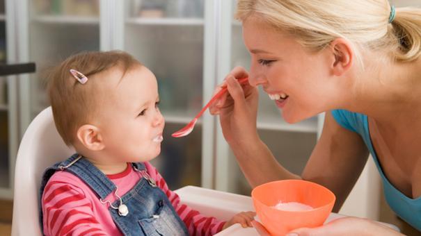ฝึกลูกให้ทานอาหาร
